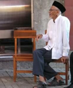 H. Amin, Pemilik UD Waluyo Jati.