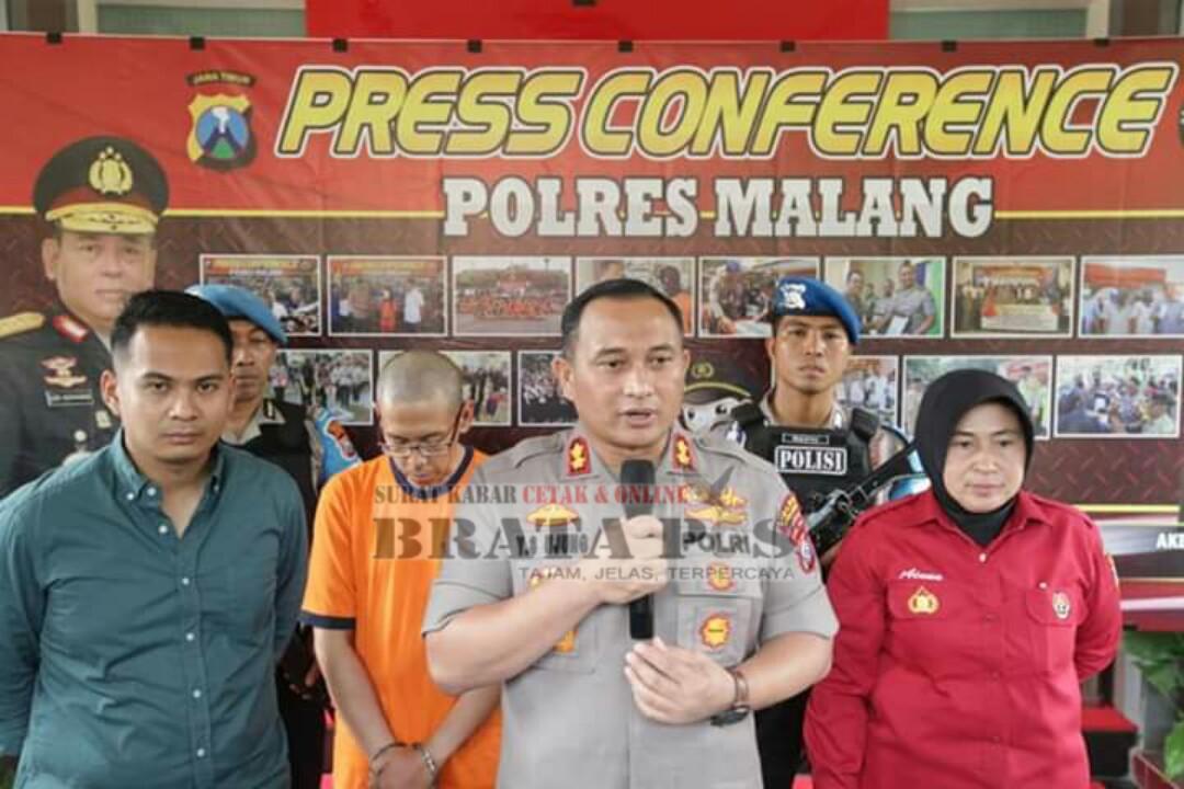 Keterangan foto : kapolres malang, AKBP Ujung saat memberikan konfresi pers.